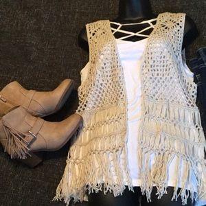 Macrome vest